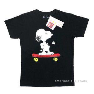 Uniqlo x KAWS Peanuts Snoopy Skateboard T-Shirt